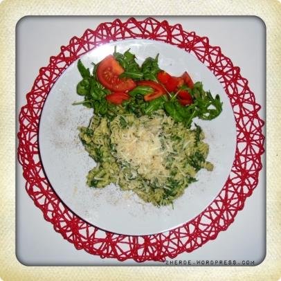 Pasta mit Blattspinat und Gorgonzolasauce